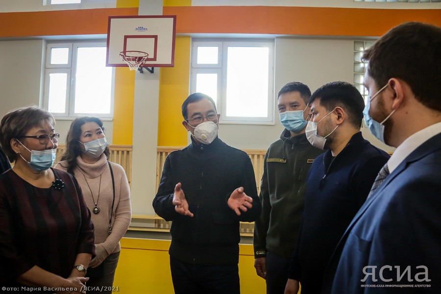 Айсен Николаев посетил новые образовательные объекты в 203 микрорайоне Якутска