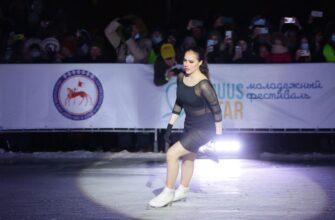 Видео: Алина Загитова выступила на льду под открытым небом в Якутске