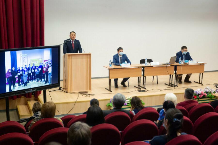 В школе № 25 состоялся отчет председателя Гордумы Якутска Альберта Семенова