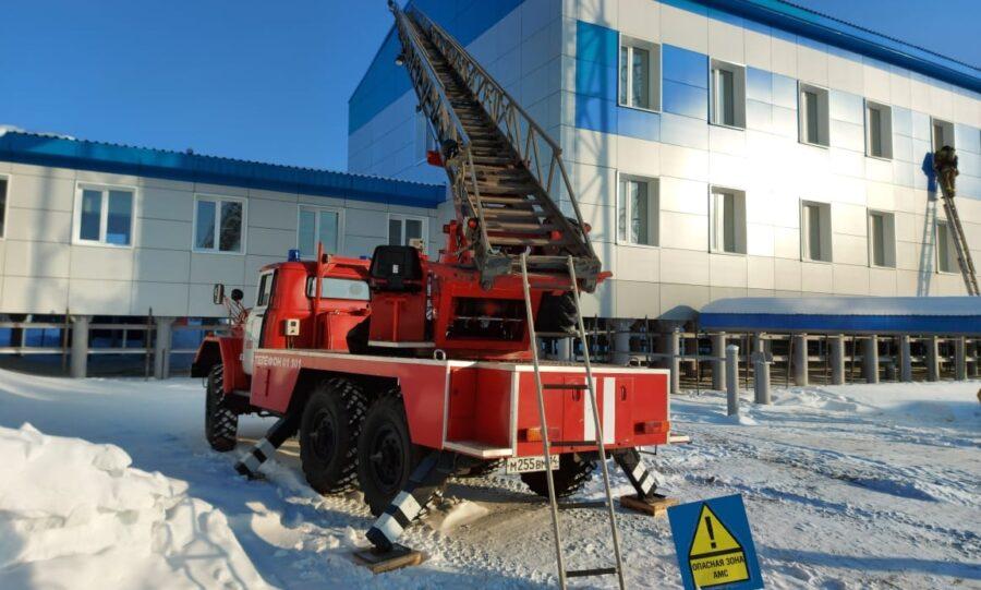 Пожарные провели учения в вахтовом поселке в Ленском районе