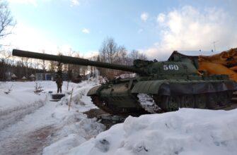 В Алдане на мемориале Славы установили танк