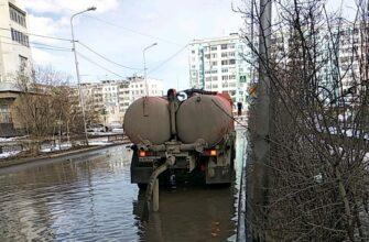 В Якутске активно ведется откачка талых вод с улиц города