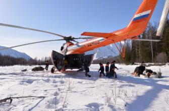 Спасатели приступили к распиловке фрагмента ракеты в труднодоступной местности в Якутии