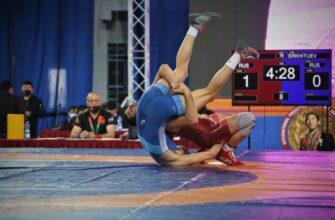 Два якутских борца прорвались в финал международного турнира Романа Дмитриева