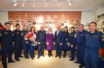 Трудовые династии пожарных приняли поздравления от Галины Данчиковой и Дмитрия Лепчикова