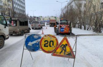 В Якутске убирают снег с улиц