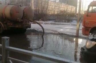 В Якутске продолжаются работы по откачке и пропуску талых вод