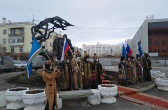 В Якутске возложили цветы к памятникам видным государственным деятелям республики