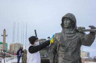 В Якутске волонтеры привели в порядок памятники воинам-землякам