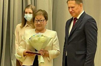 Министр здравоохранения России Михаил Мурашко вручил медаль врачу из Якутии