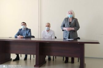 Коллективу Якутского Центра по профилактике и борьбе со СПИД представили нового главного врача