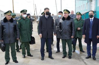 Командующий войсками Восточного военного округа посетил Якутскую кадетскую школу-интернат