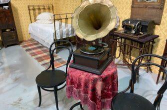 Якутян приглашают на выставку «Старинная мебель XIX века и якутские украшения»