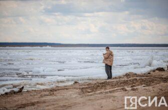 После подрыва затора возле поселка Кангалассы на Лене наблюдается густой ледоход