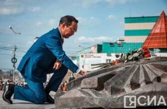"""В Якутии возложили цветы к монументу """"Воинам-победителям"""" в День Победы"""