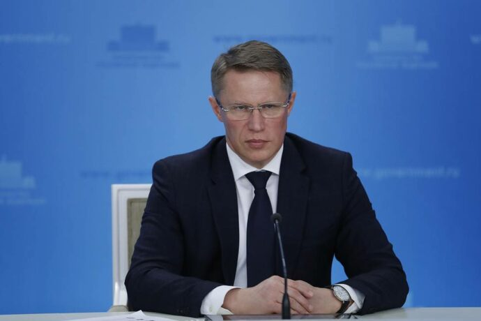 Михаил Мурашко заявил о напряженной ситуации по коронавирусу в городах с высокой плотностью