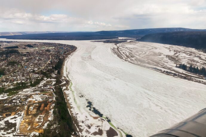 Оперативная группа провела авиамониторинг ледовой обстановки на реке Лене