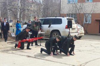 В Мирном организовали концерт для ветеранов во дворе их дома