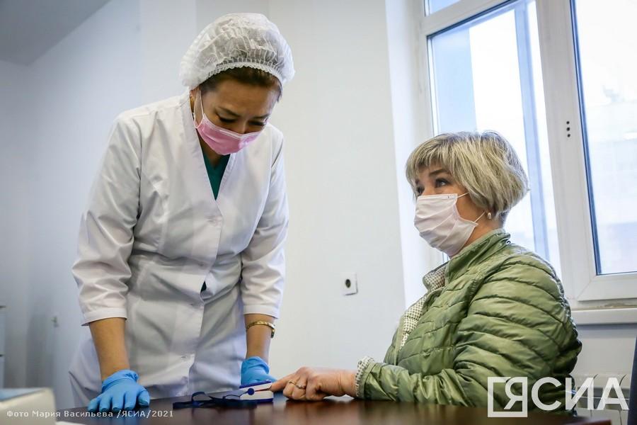 Фоторепортаж. Массовая вакцинация от коронавируса в Якутске