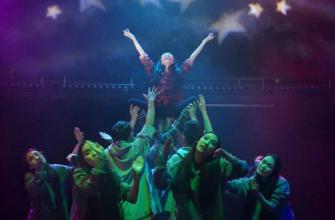 """""""В зале аплодировали стоя"""". Театр «Гулун» выступил со спектаклем «hуума» в Иркутске"""