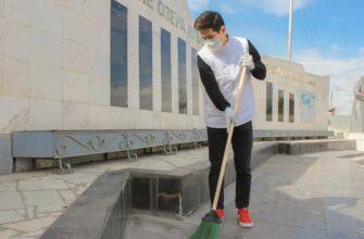Волонтеры провели субботник в сквере-мемориале «Журавли над Ильменем» в Якутске