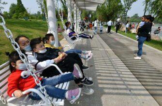 Власти Китая разрешили семьям иметь трех детей