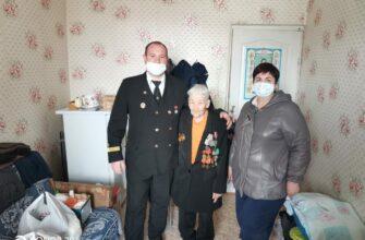 Сотрудники ЛОРП поздравили ветеранов с Днем Победы