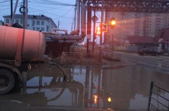 Откачка талых вод с улиц и дворов Якутска ведется круглосуточно