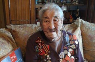 ФОТОФАКТ. Труженица тыла Ульяна Пермякова в 101 год встречает День Победы