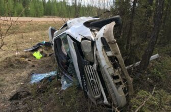 В Якутии на ФАД «Вилюй» перевернулся автомобиль