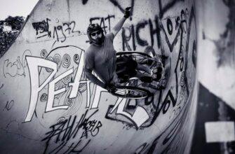 Якутянка Юлия Саввинова сняла ролик о колясочниках, удивляющих трюками в скейт-парке