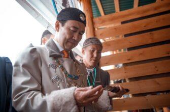 Глава Якутии посетил экспозиционные и конкурсные тюсюлгэ Ысыаха Олонхо