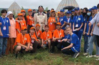 Глава Якутии встретился с волонтёрским корпусом Ысыаха Олонхо