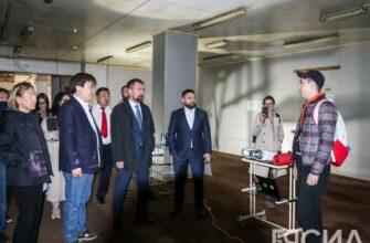 Анатолий Бобраков осмотрел здание креативного кластера «Квартал труда» в Якутии