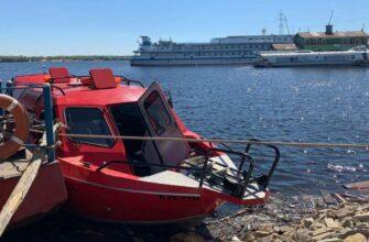 В Якутии на реке Лене маломерное судно столкнулось с паромом, есть пострадавшие