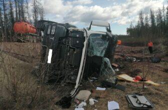 В Ленском районе Якутии опрокинулся грузовик