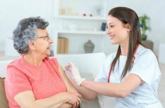 Роспотребнадзор: Пожилые люди переносят вакцинацию от COVID-19 легко и без побочных эффектов