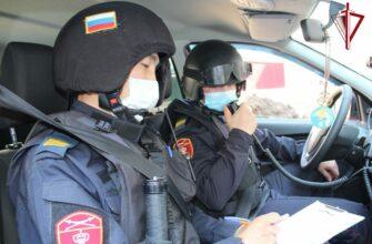 В Якутске росгвардейцызадержали подозреваемых в краже телефона