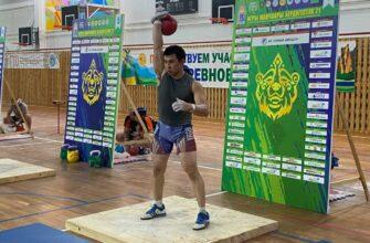 Михаил Саввинов и Дмитрий Михалев принесли Верхневилюйскому району победу гиревом спорте