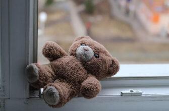 В Якутске из окна 5 этажа выпал ребенок