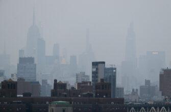 Нью-Йорк окутал дым от полыхающих на западе США лесных пожаров