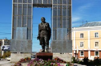 Директор театра имени Ойунского объяснил, зачем нужно переименовать площадь Орджоникидзе