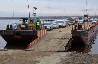 Движение паромов по реке Лене временно приостановлено в Якутии