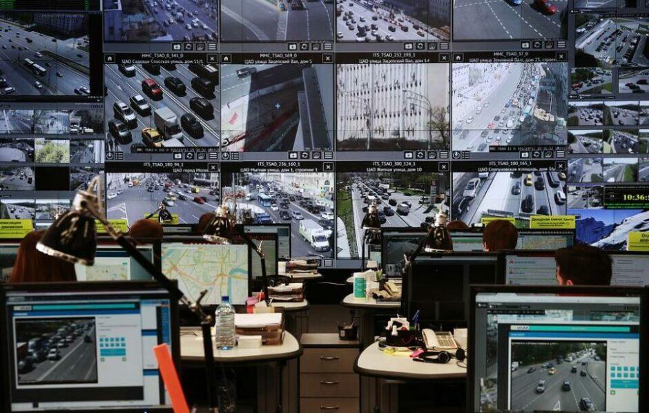 Дорожные камеры в 12 регионах России смогут фиксировать выключенные фары