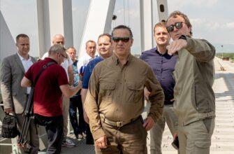 Юрий Трутнев проинспектировал строительство первого железнодорожного моста между Россией и Китаем