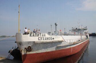 В Жатае Якутии торжественно встретили теплоход «Капитан Суханов»
