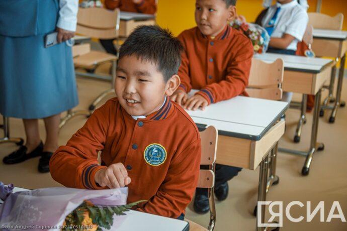 Фоторепортаж: Октемская школа открыла свои двери