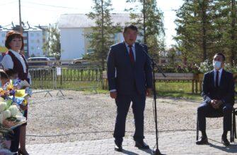 Спикер Ил Тумэна посетил родную школу в селе Намцы в День знаний