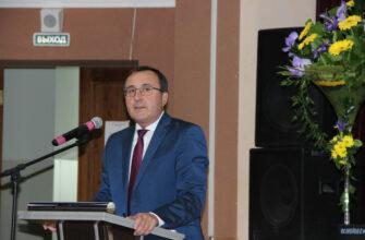 Глава Мирнинского района покидает пост по семейным обстоятельствам