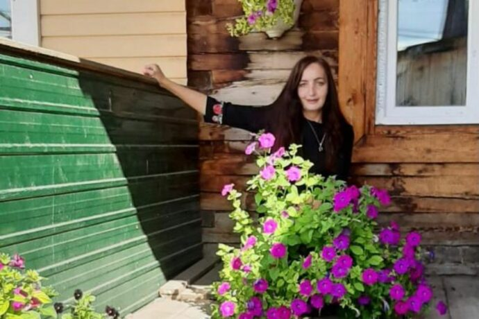 Устьмайский растениевод Елена Цечоева: Душа лежит к цветам, огороду